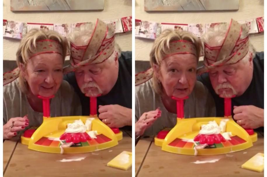 Pareja de ancianos jugando 'Desafío Pastelazo'. Pulzo.com