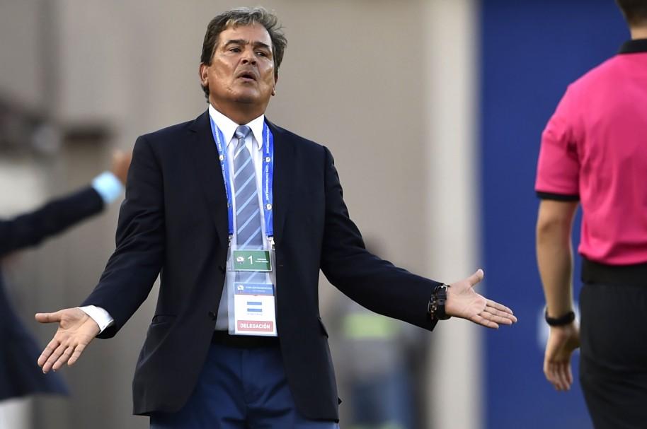 Jorge Luis Pinto gesticula durante la Copa Centroamericana
