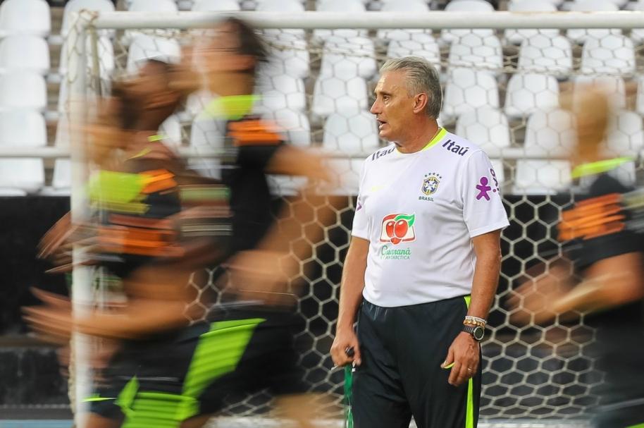 Tite dirige el entrenamiento de la selección brasileña