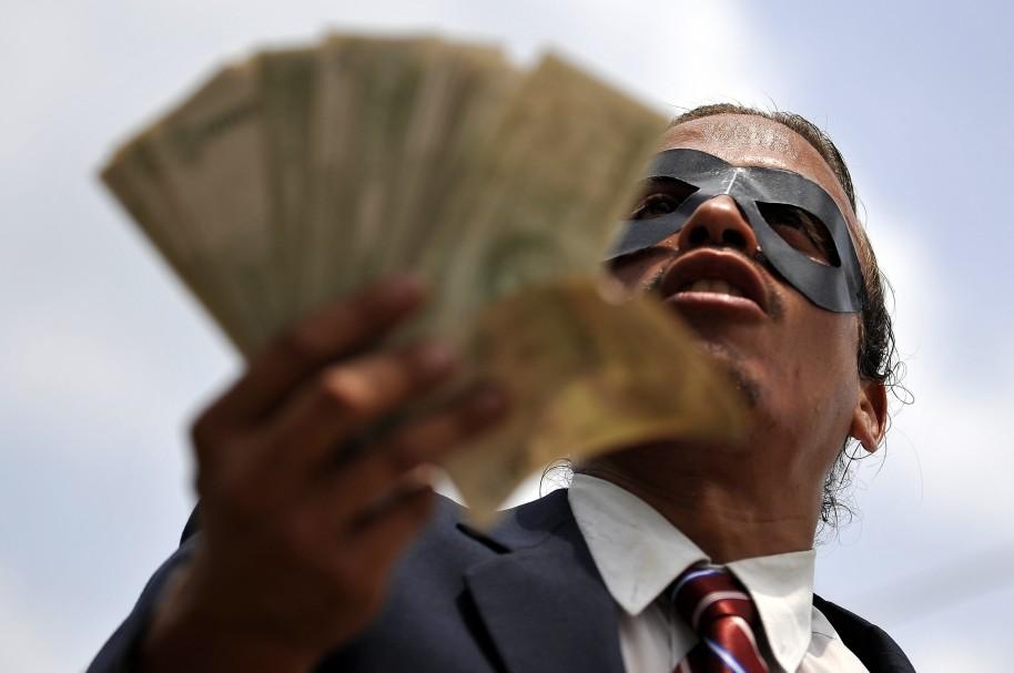 Persona se manifiesta contra la corrupción
