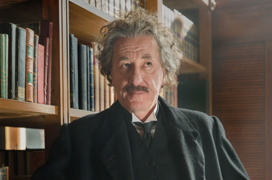 Geoffrey Rush como Albert Einstein en la serie 'Genius'