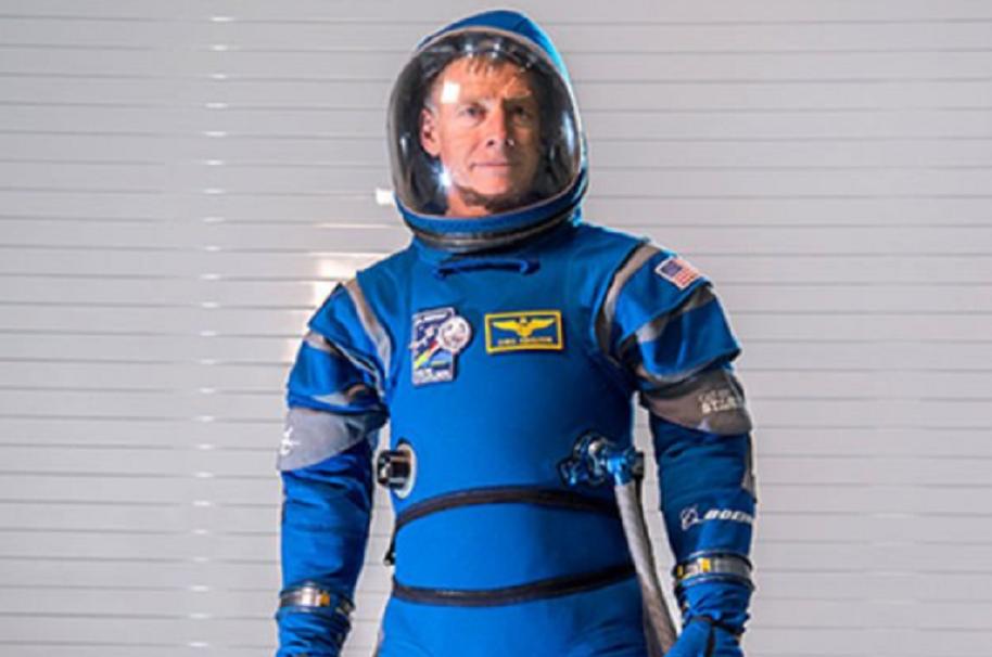 Comparan nuevo traje de la NASA con los de '2001: una odisea del espacio'