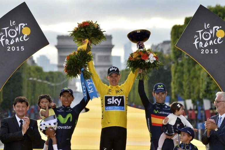 Podio del Tour de Francia 2015: Christopher Froome (centro),  Nairo Quintana (izq.) y Alejandro Valverde