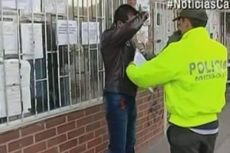 Profesor detenido frente al colegio Codema