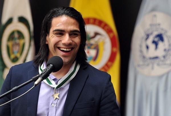 Falcao cuando recibió medalla del mérito ciudadano de la Policía de Colombia (2012).