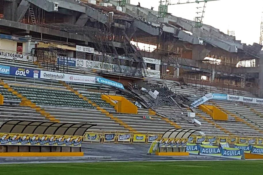 Tribuna occidental del estadio Guillermo Plazas Alcid