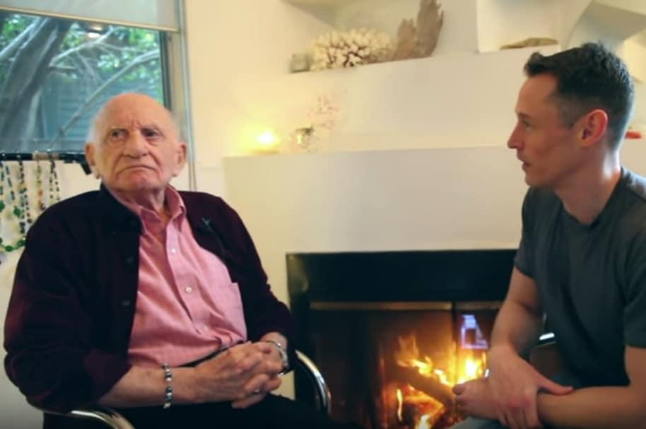 Abuelo sale del clóset en entrevista.