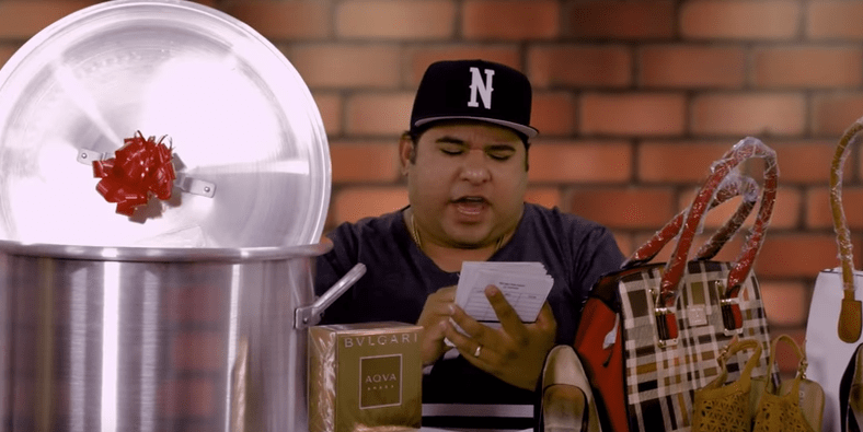 Youtuber 'Jr Inn' en parodia de 'Cuatro babys'. Pulzo.com