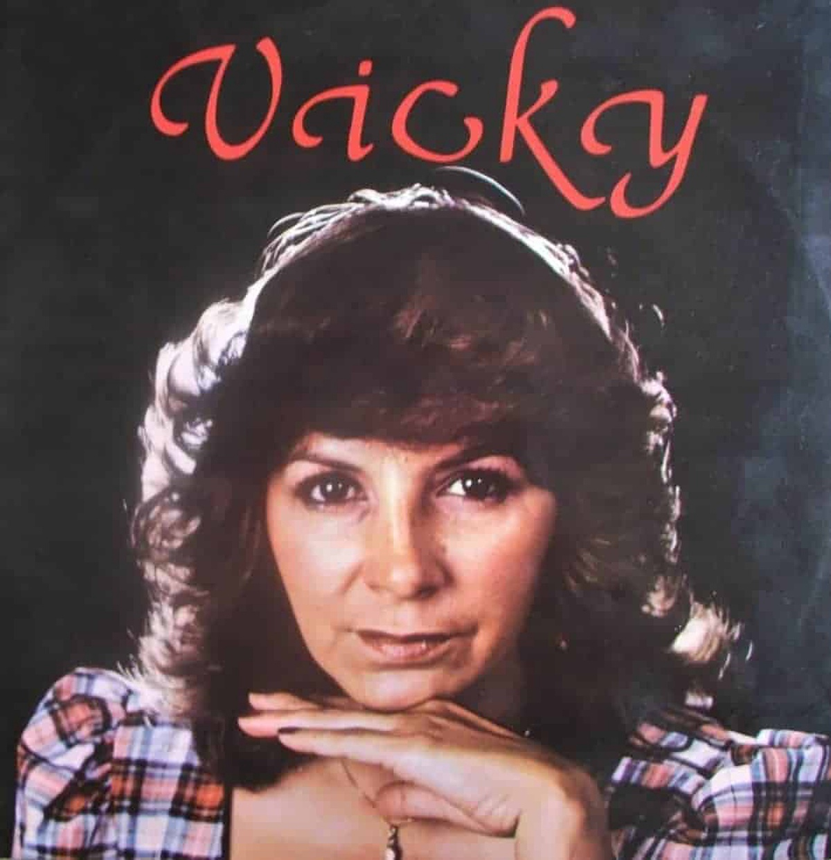 Vicky, cantante.