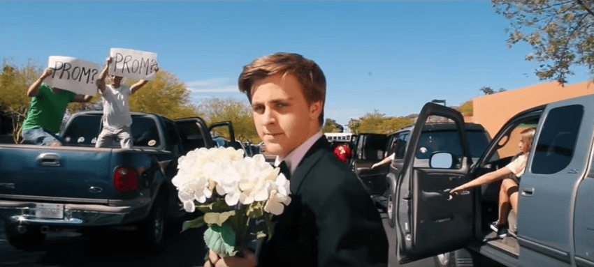 Jacob Staudenmaier invitando a Emma Stone al prom de su colegio. Pulzo.com