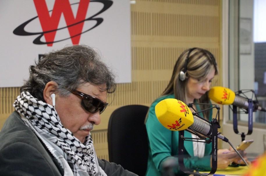 Jesús Santrich y Vicky Dávila