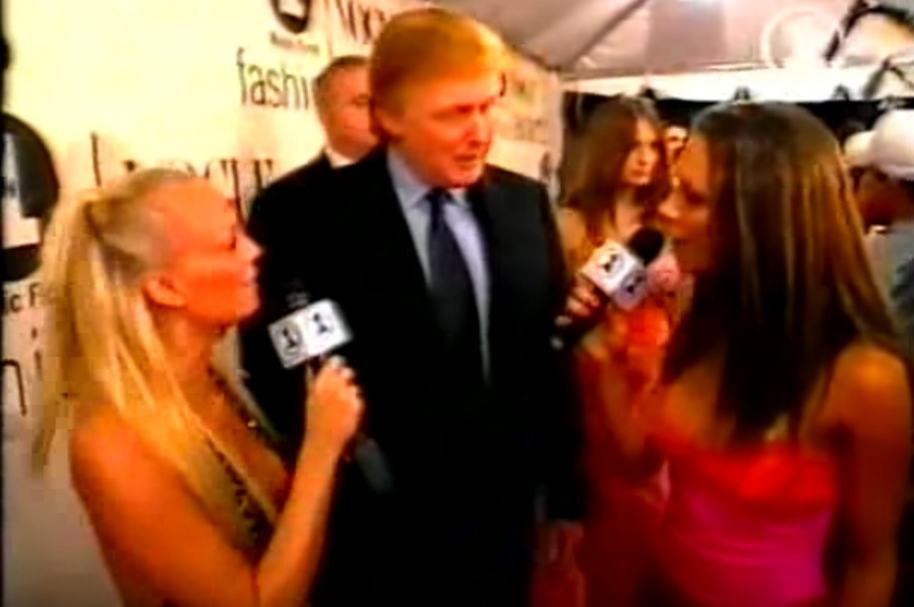Trump con 2 'Spice Girls'.