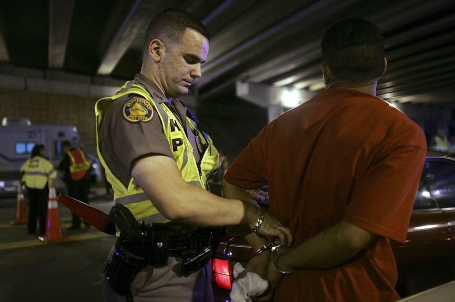 Policía de Miami detiene a un hombre (imagen de referencia)