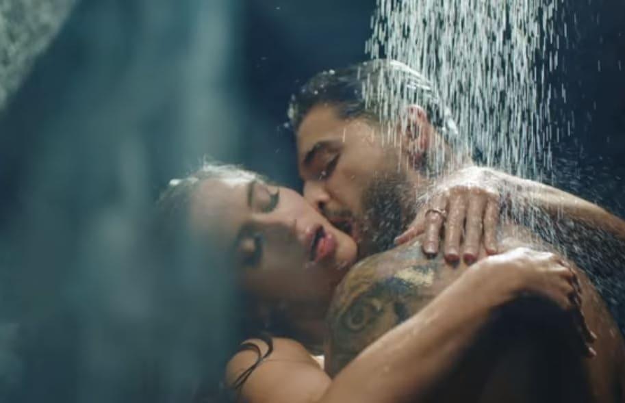 El cantante Maluma y la modelo Natalia Barulich, en 'Felices los 4'.