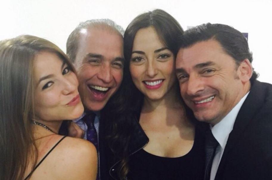 Jorge López junto a otros actores de 'La rectora', como Luis Eduardo Motoa.