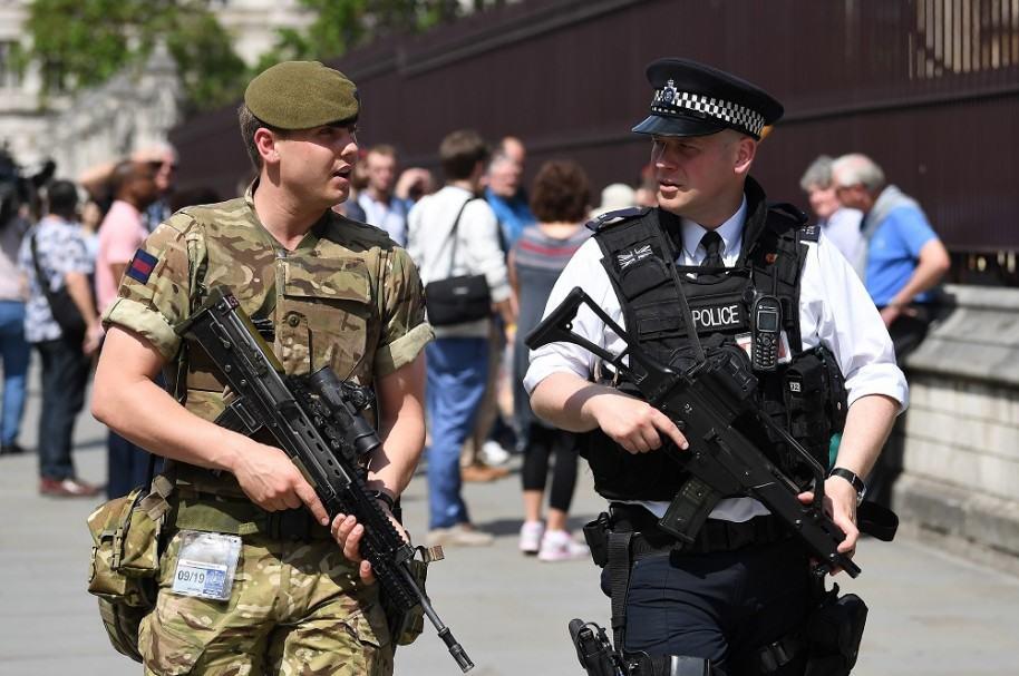 Policía y militar en Manchester