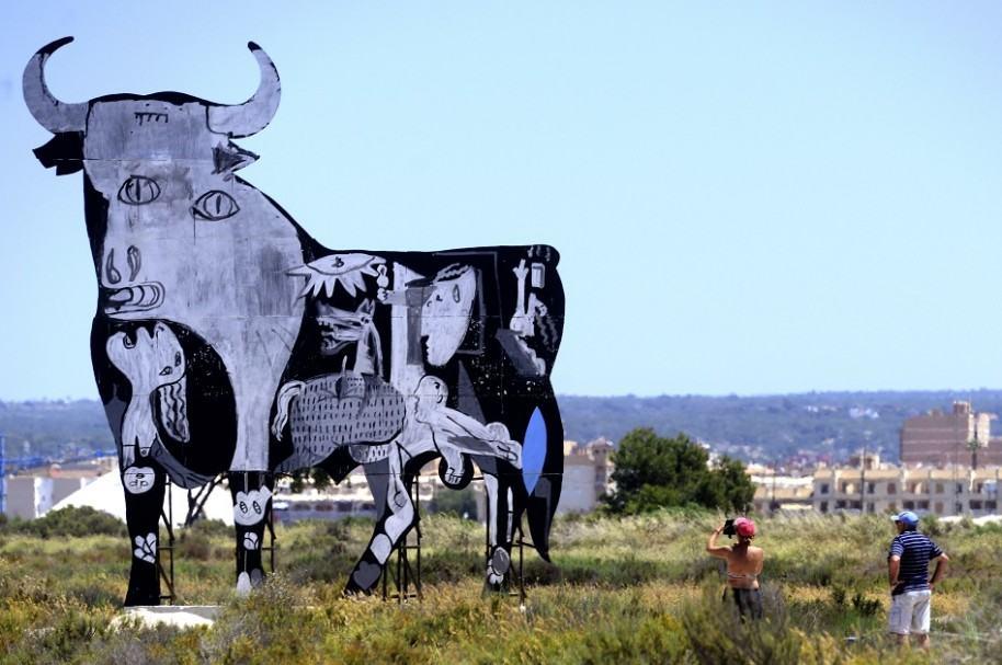 'Guernica' sobre toro de Osborne