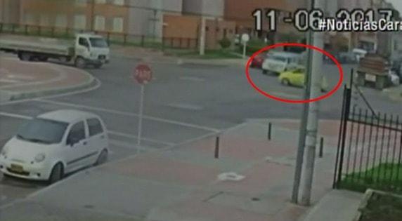 Accidente de tránsito en el barrio Gran Granada, en Bogotá. Pulzo.com