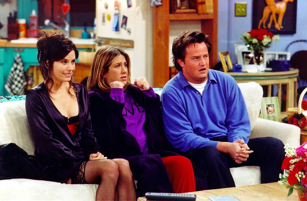 Courteney Cox Arquette, Jennifer Aniston y Matthew Perry como Monica, Rachel y Chandler, respectivamente. Pulzo.com