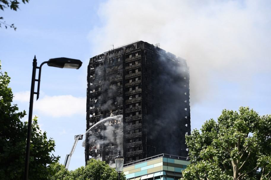 Edificio incendiado en Londres