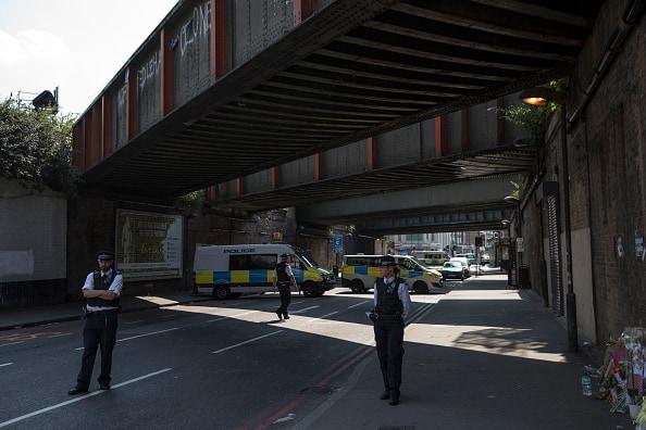 Policías vigilan Londres