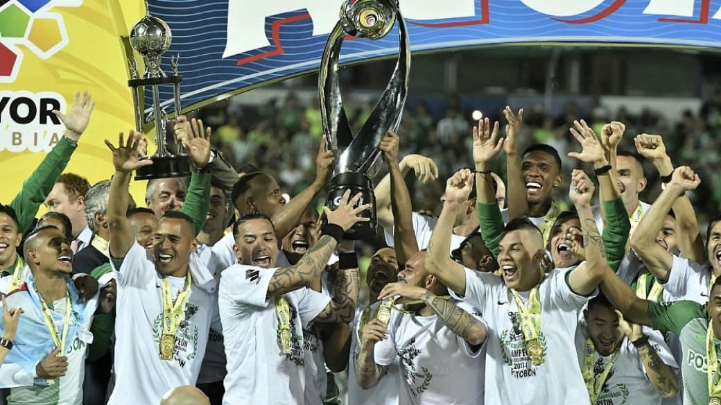 Jugadores de Atlético Nacional celebran el título 16 del club en Colombia.
