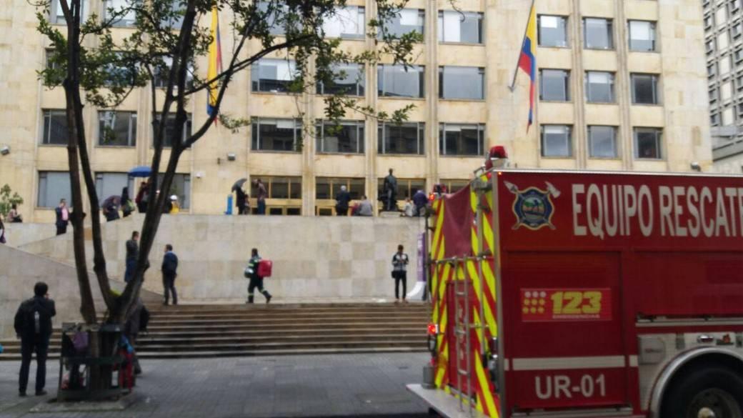 Evacuación del edificio del MinTIC