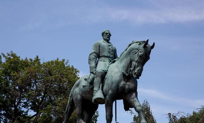 Estatua de Robert E. Lee