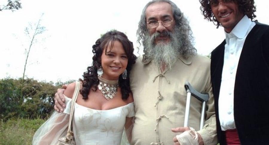 El actor Miguel Murillo (Q.E.P.D) junto a otros colegas como la actriz Natasha Klauss.