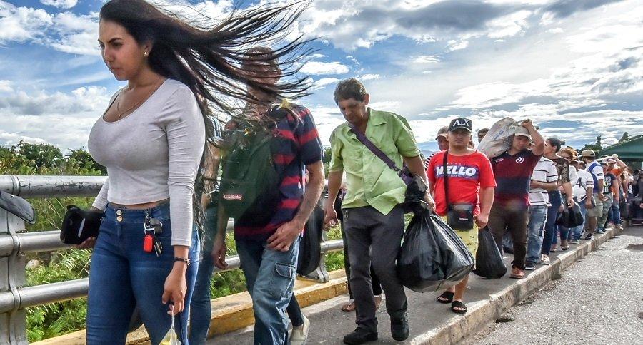 Venezolanos ingresando a Colombia