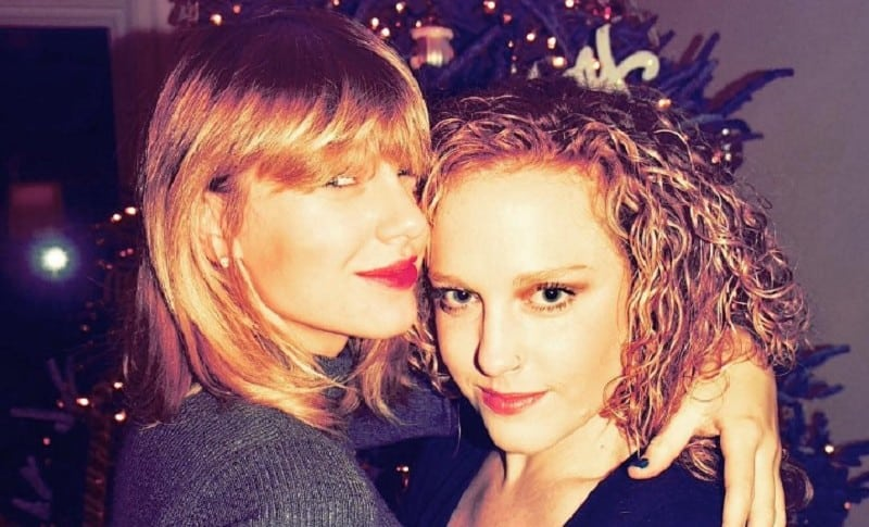 Taylor Swift y Abigail Anderson