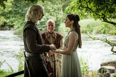 Wilf Scolding y Aisling Franciosi como Rhaegar Targaryen y Lyanna Stark. Pulzo.