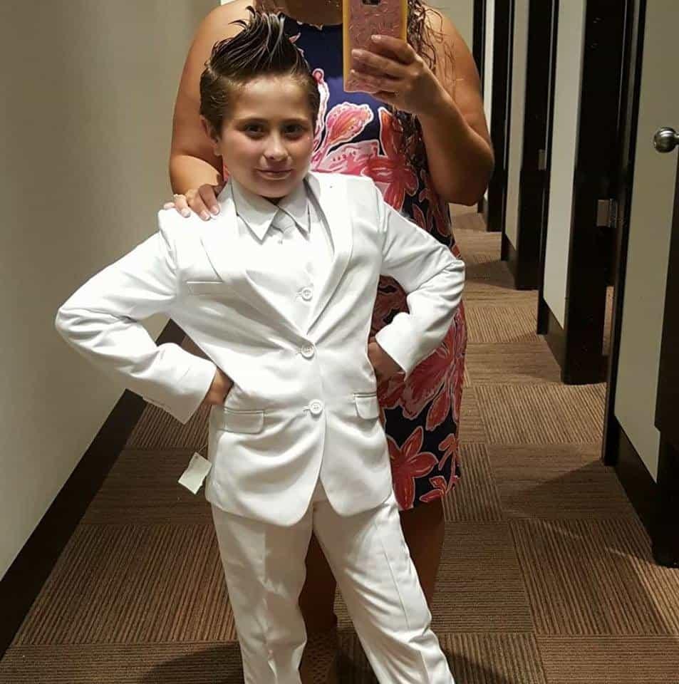 original de costura caliente Tienda online venta usa online Por usar pantalón y corbata, a esta niña no la dejaron hacer ...
