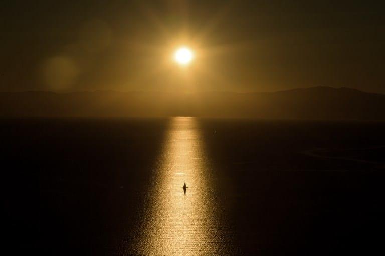 Bote en el Lago de Ginebra, Suiza. Pulzo.