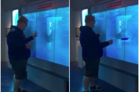 Joven que sufrió un gran susto al ver un tiburón falso. Pulzo.