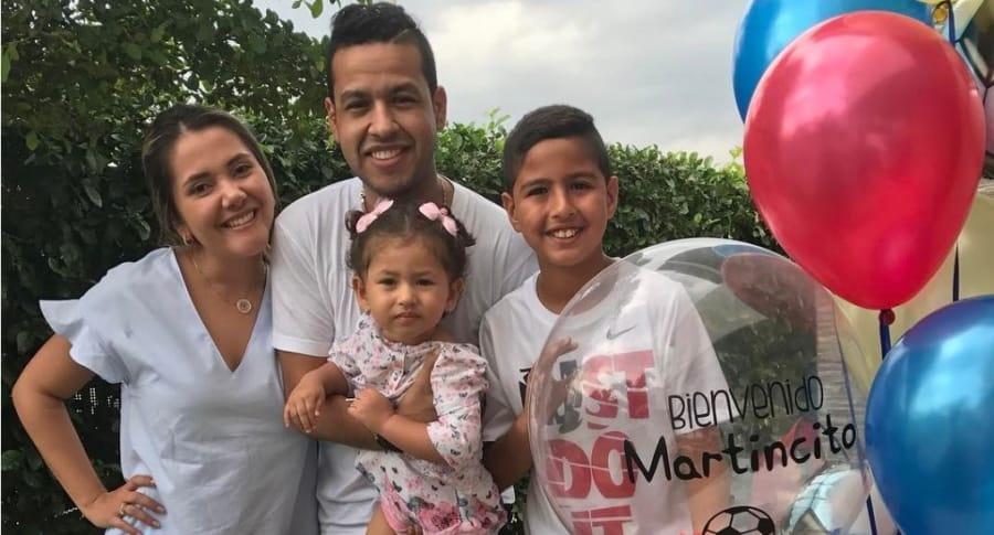 El cantante Martín Elías (Q.E.P.D.) junto a su esposa Dayana Jaimes y sus hijos Paula y Martín Elías Jr.