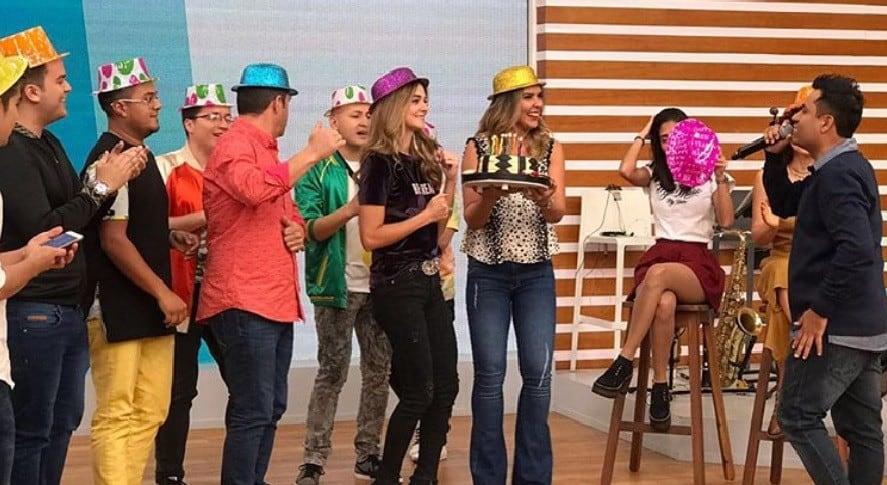 En 'Día a día' celebraron cumpleaños de presentadora Catalina Gómez con pastel y serenata.