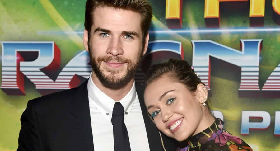 El actor Liam Hemsworth y su novia, la cantante Miley Cyrus.