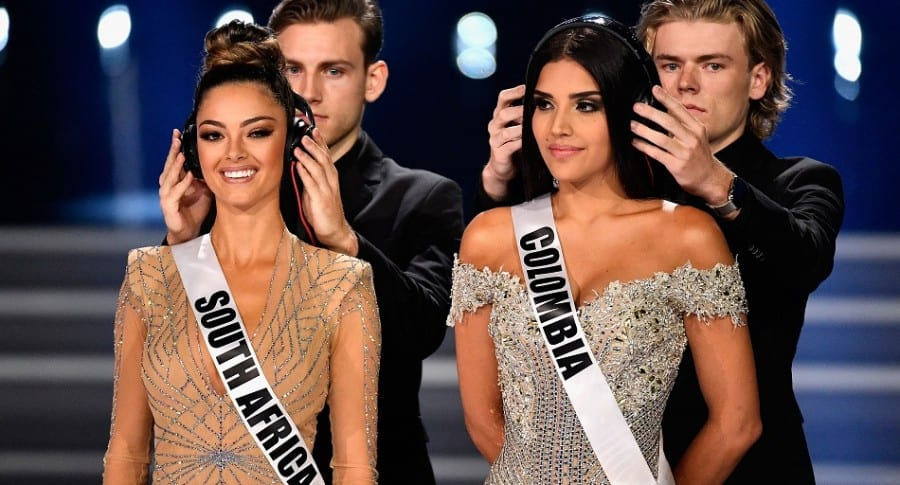 Miss South Africa 2017 Demi-Leigh Nel-Peters (y Miss Colombia 2017 Laura González