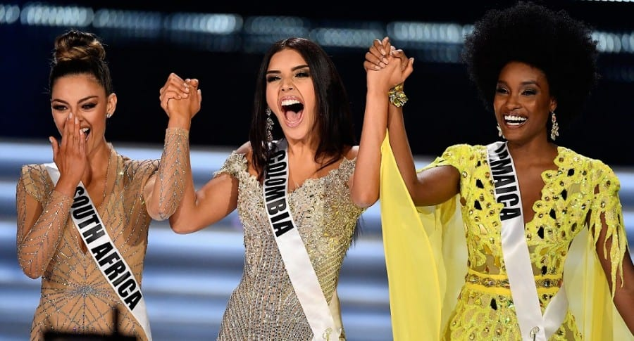Demi-Leigh Nel-Peters (Sudáfrica); Laura González (Colombia), y Davina Bennett (Jamaica), nuevas reina, virreina y primera princesa de Miss Universo, respectivamente.