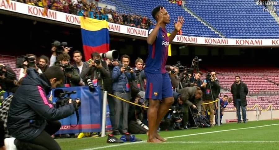 Yerry Mina descalzo