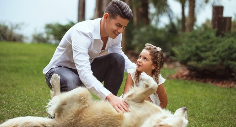 James Rodríguez con Salomé