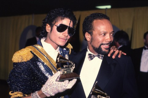 Michael Jackson y Quincy Jones en los Premios Grammy de 1994.