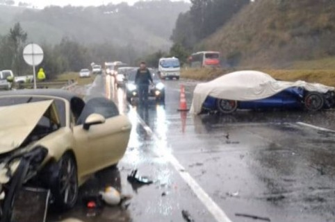 Accidente de carros de lujo