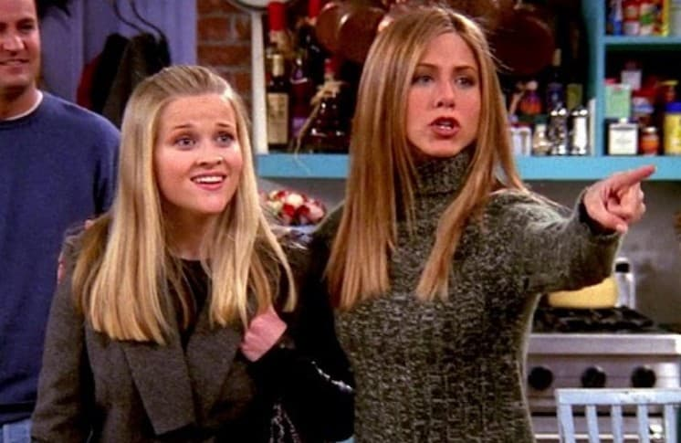 Reese Witherspoon y Jennifer Aniston en 'Friends'. Pulzo.
