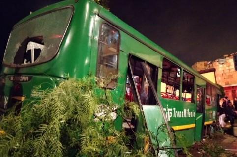 Bus alimentador de Transmilenio accidentado