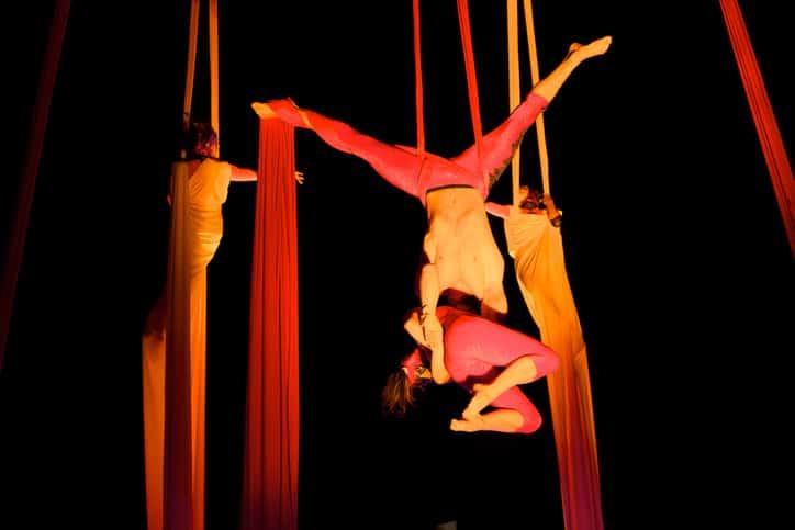 Acróbatas de circo