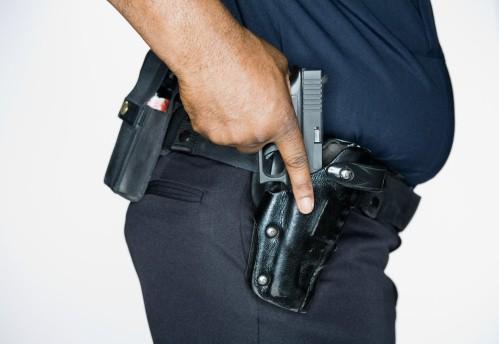 Policía con arma