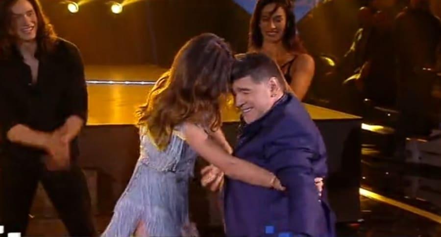 Maradona bailando