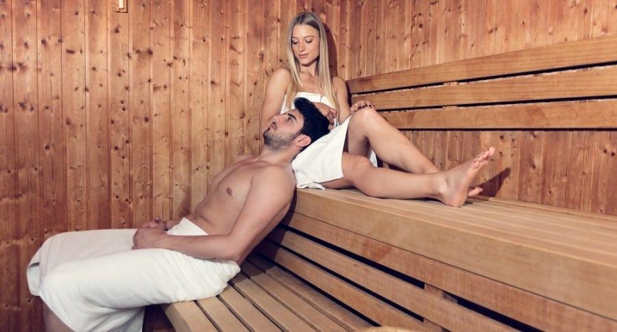 Pareja en un sauna